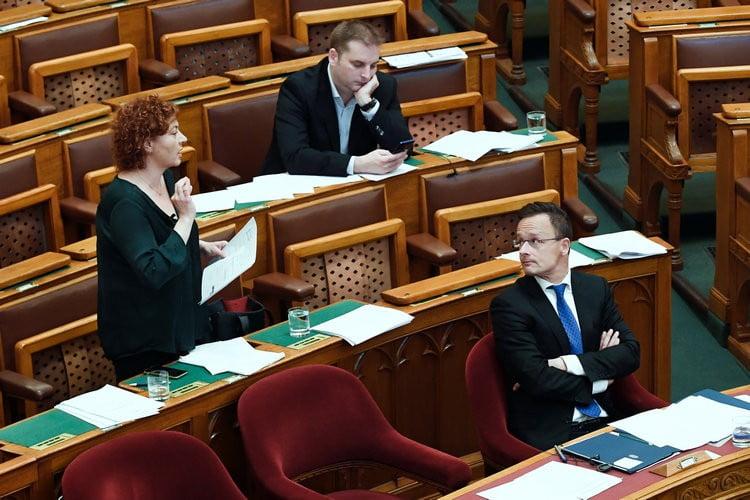 A parlamenti frakciók támogatták Észak-Macedóniacsatlakozását A parlamenti frakciók támogatták Észak-Macedóniacsatlakozását vadai agnes eszak macedonia szijjarto peter harangozo tamas mobil