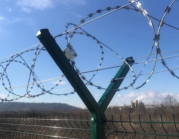 BALKÁNI ABSZURD: Szerbek építenek kerítést a horvátok és a szlovénok közé BALKÁNI ABSZURD: Szerbek építenek kerítést a horvátok és a szlovénok közé legi sgs ogradni sistem