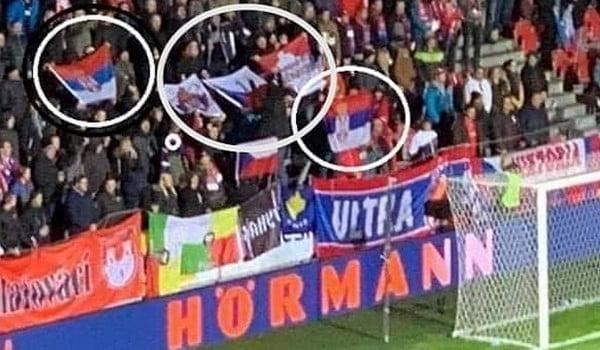 futball És politika: a csehek szerb zászlókkal borzolták a koszovói szurkolók és játékosok idegeit FUTBALL ÉS POLITIKA: A csehek szerb zászlókkal borzolták a koszovói szurkolók és játékosok idegeit szerb zaszlok