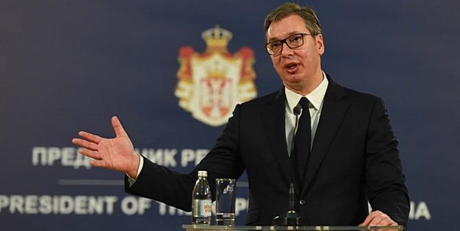 hÍrzÁrlat: ellenzéki tüntetők vonták zárlat alá a szerbiai közszolgálati televízió bejáratát HÍRZÁRLAT: Ellenzéki tüntetők vonták zárlat alá a szerbiai közszolgálati televízió bejáratát vucic rts