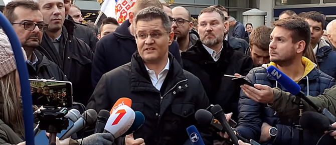 hÍrzÁrlat: ellenzéki tüntetők vonták zárlat alá a szerbiai közszolgálati televízió bejáratát HÍRZÁRLAT: Ellenzéki tüntetők vonták zárlat alá a szerbiai közszolgálati televízió bejáratát vuk jeremic rts
