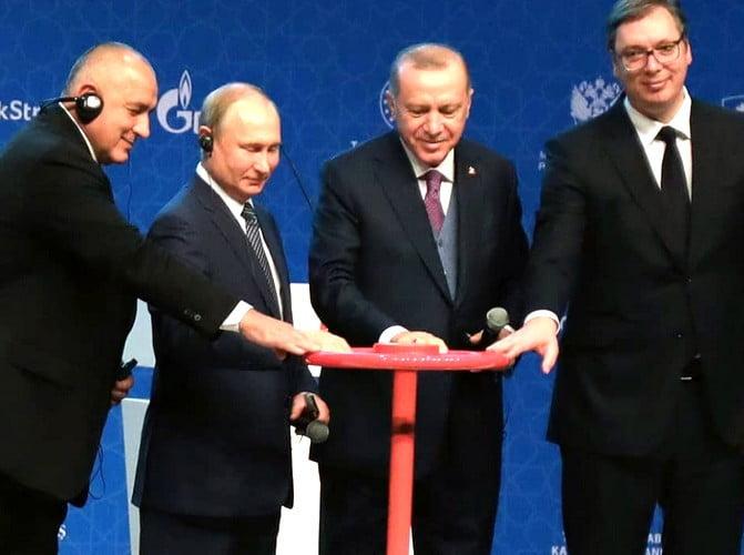 gÁzhÁborÚ: a bolgár miniszterelnök a nagyhatalmak szorításában GÁZHÁBORÚ: A bolgár miniszterelnök a nagyhatalmak szorításában torok aramlat putyin erdogan vucic borisov