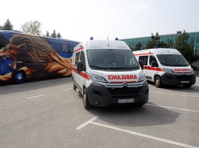 VÍRUS ÉS FOCI: A zágrábi Dinamo labdarúgó csapat két mentőautót adományozott, de az ultrák is segítenek VÍRUS ÉS FOCI: A zágrábi Dinamo labdarúgó csapat két mentőautót adományozott, de az ultrák is segítenek dinamo mentok