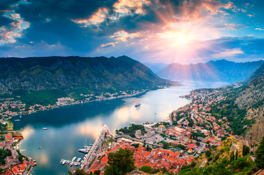 MONTENEGRÓI NYÁR: Montenegróban nincs turista, emiatt növekszik a GDP arányos államadósság MONTENEGRÓI NYÁR: Montenegróban nincs turista, emiatt növekszik a GDP arányos államadósság kotor