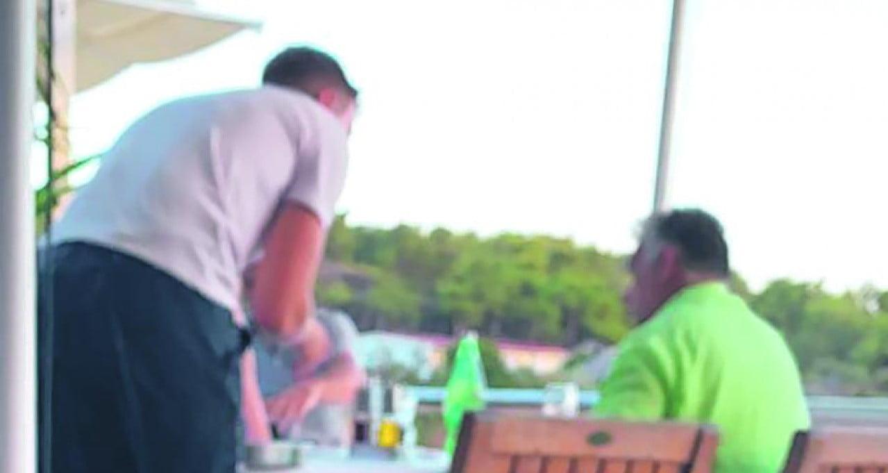 KÉKLŐ ADRIA: Állítólag Orbán Viktor is az Adrián nyaralt KÉKLŐ ADRIA: Állítólag Orbán Viktor is az Adrián nyaralt zold inges orban