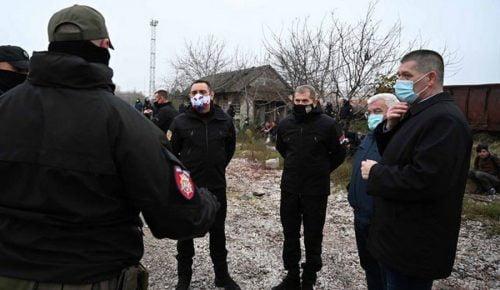SZERB BELÜGYMINISZTER: Senki sem szegheti meg büntetlenül a törvényeket, most Szabadkán gyűjtötték be a migránsokat SZERB BELÜGYMINISZTER: Senki sem szegheti meg büntetlenül a törvényeket, most Szabadkán gyűjtötték be a migránsokat 39599 migranti zeleznicka vulin 500x290