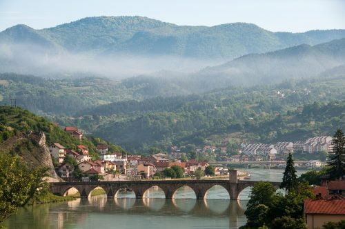 tollforgató hídemberek, és egy balkáni bÚÉk Tollforgató hídemberek, és egy balkáni BÚÉK Visegrad flickr 500x332