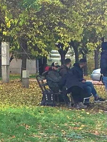 ERŐSÍTÉS: A migránsok fokozott jelenléte miatt faluőr-szolgálattal erősítik a polgárok biztonságérzetét Horgoson és Martonoson ERŐSÍTÉS: A migránsok fokozott jelenléte miatt faluőr-szolgálattal erősítik a polgárok biztonságérzetét Horgoson és Martonoson migransok a parkban 095354