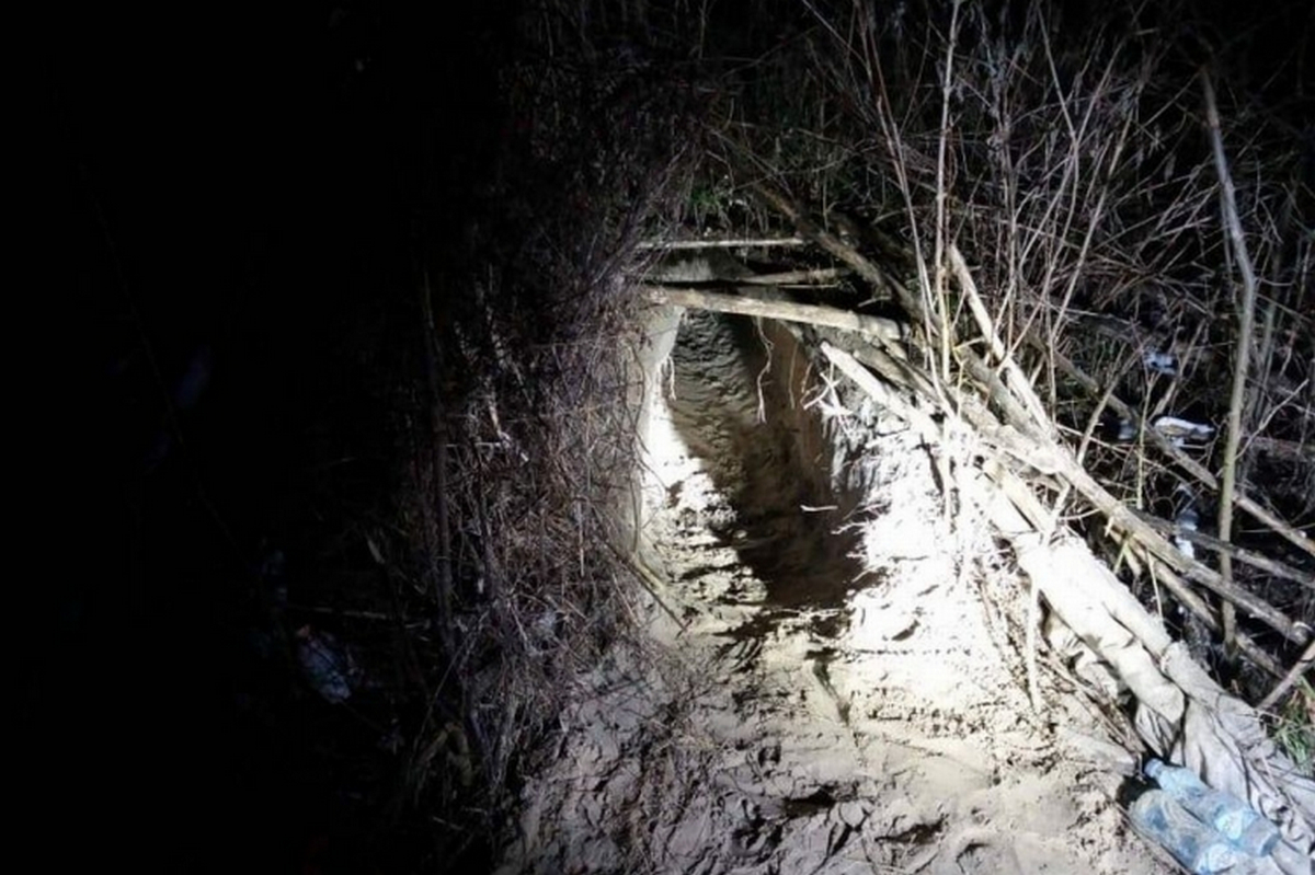 JÖNNEK ÉS JÖNNEK: Ásott alagút Ásotthalomnál, és egy montenegrói embercsempész Ruzsánál