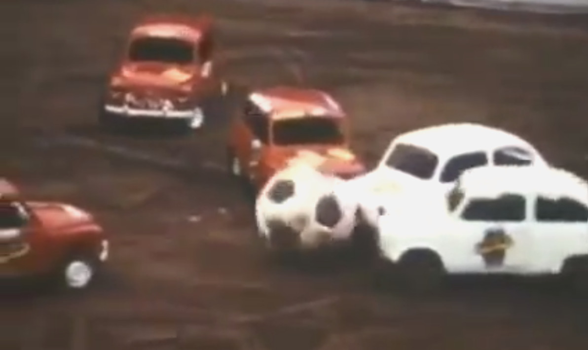 LABDAFÍTYÓ: Igazi football-csemege autósoknak