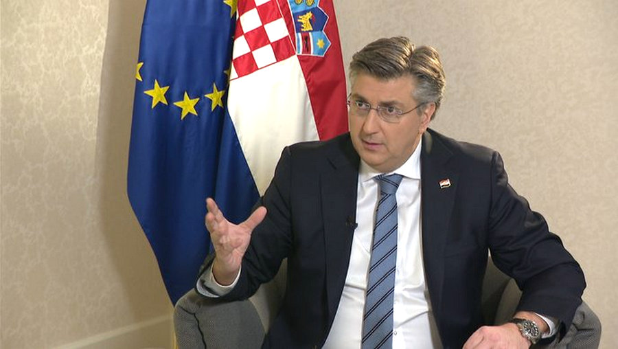 BAJ VAN A MÉDIÁVAL A földrengés miatt nem kapnak új tableteket a horvát képviselők