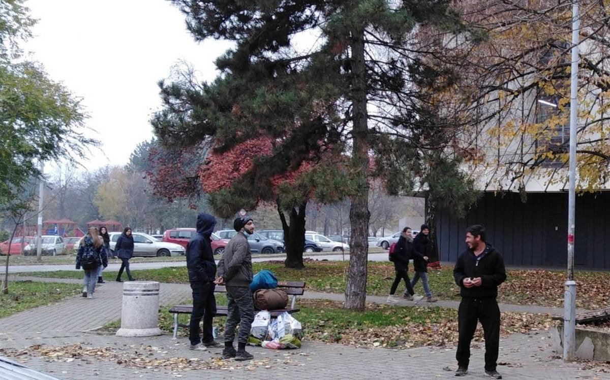 EGYELŐRE ÁTUTAZÓBAN: Megjelentek a migránsok Topolya községben is