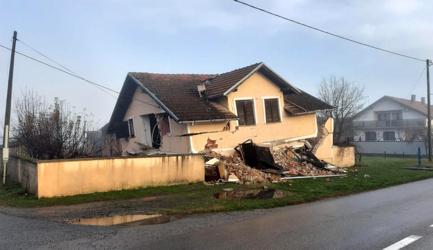 KILOPTÁK AZ ANYAGOT: Újonnan épült házak is összedőltek a horvátországi földrengésben