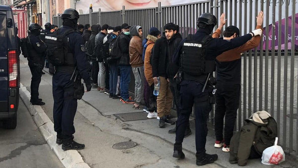migráns RENDCSINÁLÁS: Belgrádban 52 migránst gyűjtöttek be 5