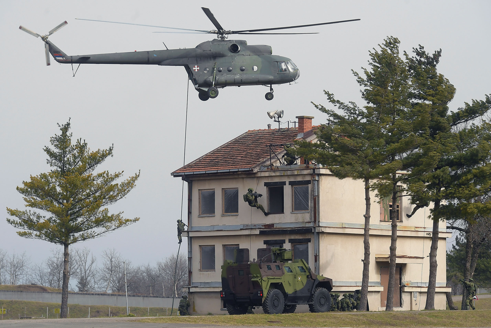 fegyver van, kell a katona: hamarosan visszaállítják a kötelező katonai szolgálatot szerbiában FEGYVER VAN, KELL A KATONA: Hamarosan visszaállítják a kötelező katonai szolgálatot Szerbiában hadsereg katona szolgalat