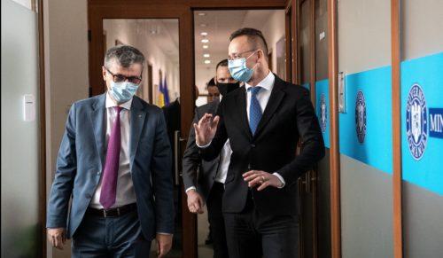 Szijjártó és Popescu szijjÁrtÓ ismerkedett: a gyakorlati sikerek a bizalomépítést szolgálják a magyar-román kapcsolatokban SZIJJÁRTÓ ISMERKEDETT: A gyakorlati sikerek a bizalomépítést szolgálják a magyar-román kapcsolatokban szijjarto roman gaz 500x291