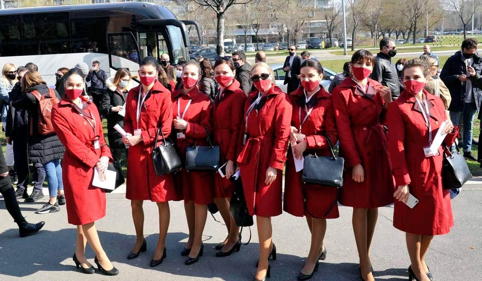 albán A PANDÉMIA EGYESÍTŐ EREJE: A tiranai Albawings stewardessei Belgrádban kapták meg az oltást 165341695 4364846736876532 8109600535832127019 o