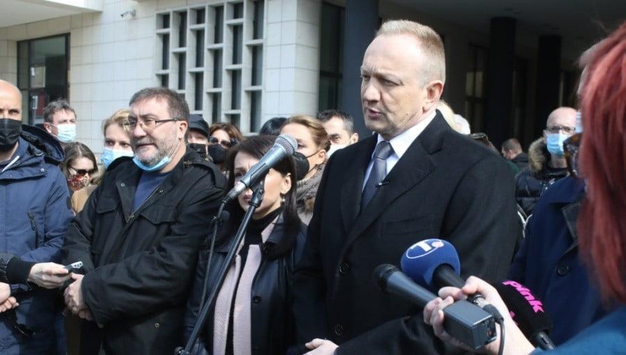 szerb SZERBEK A PARADICSOMBAN: Sarkozyhez hasonlóan tennének félre egy szerb ellenzéki vezetőt, avagy hol vannak a milliók? ExUWgMuXMAU8WcO