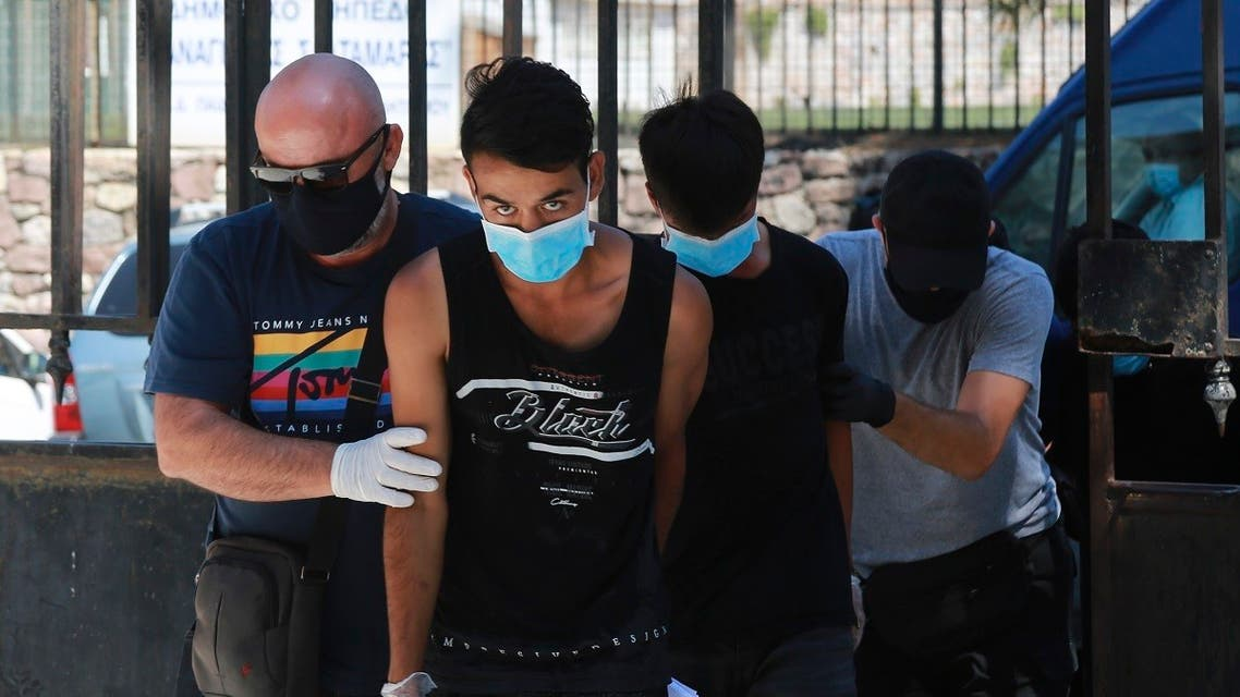 TŰZ ÉS ÍTÉLET: Öt éves börtönt kapott két migráns, aki felgyújtotta a görögországi Moria tábort gyujtogatok