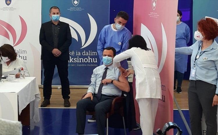 koszovó HELYZETI ELŐNY: A koszovói miniszterelnök elsőként vette fel az oltást kurtit oltjak