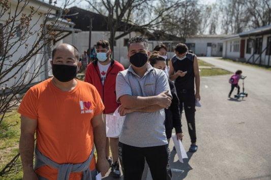 migráns MIGRÁNSVAKCINA: Szerbiában a migránsokat is beoltják, eddig több mint ötszázan jelentkeztek migransok krnjaca