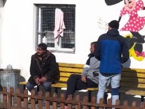 ÚJABB BÁZIS: A Szabadka melletti Tavankúton tanyáznak a migránsok migransok szabadkai befogado