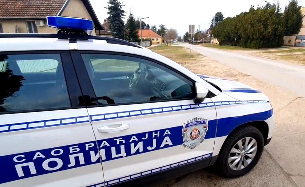 HÁTRAARC: Elszállították a migránsokat Tavankútról szerb kozlekedesi rendorseg