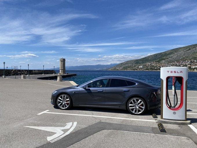 tesla VILLANYKÚT: Terjeszkedik a Tesla Horvátországban EczxJNKXoAE oyp