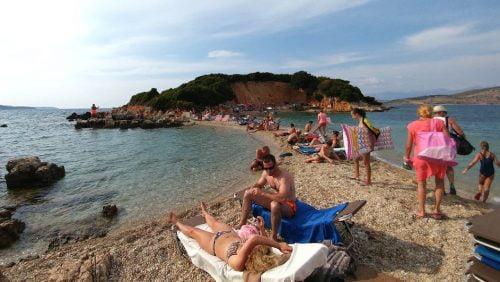 albán MINDENKI ÉS BÁRKI: Ki mehet idén Albániába nyaralni? albania nyaralas 500x282 TÖRTÉNELMI TÉRKÉPEK: A szlovénok után a horvátok is fenyegetve érzik magukat TÖRTÉNELMI TÉRKÉPEK: A szlovénok után a horvátok is fenyegetve érzik magukat albania nyaralas 500x282