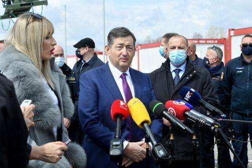 BARÁTI SEGÍTSÉG: Magyar építőipari vállalatok lakókonténerekkel segítik a horvátországi földrengés károsultjait konténer BARÁTI SEGÍTSÉG: Magyar építőipari vállalatok lakókonténerekkel segítik a horvátországi földrengés károsultjait meszaros 500x333