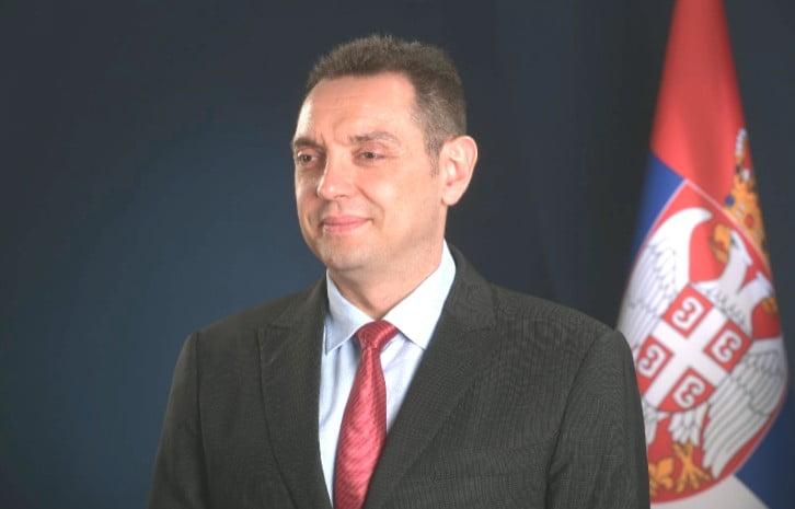 SÁNDOROK ÉS A CSAPDA: A szerb belügyminiszter attól tart, hogy a németek és a franciák zavargásokat idéznek elő Belgrád utcáin vulin vilagos