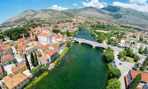 ELŐRETOLT HELYŐRSÉG: Szerb segédlettel orosz katonai támaszpont épül Dubrovnik közelében? trebinje ELŐRETOLT HELYŐRSÉG: Szerb segédlettel orosz katonai támaszpont épül Dubrovnik közelében? Trebinje aerial panoramic view 1 1 500x302