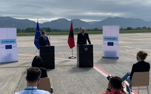 albán LESZÁLLÁS: A török légitársaság gépe megzavarta az uniós vakcinák átadását Tiranában (videó) 😊 kurti rama 500x312  KARANTÉNMENTES UTAZÁS: Szerbiával és Montenegróval már megvan a megállapodás a védettségi igazolványok elismeréséről kurti rama 500x312