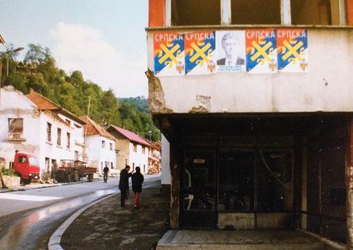 karadžić BÖRTÖNFRÁSZ: Egy brit börtönben éli le maradék éveit Radovan Karadžić srebrenica 2 500x354