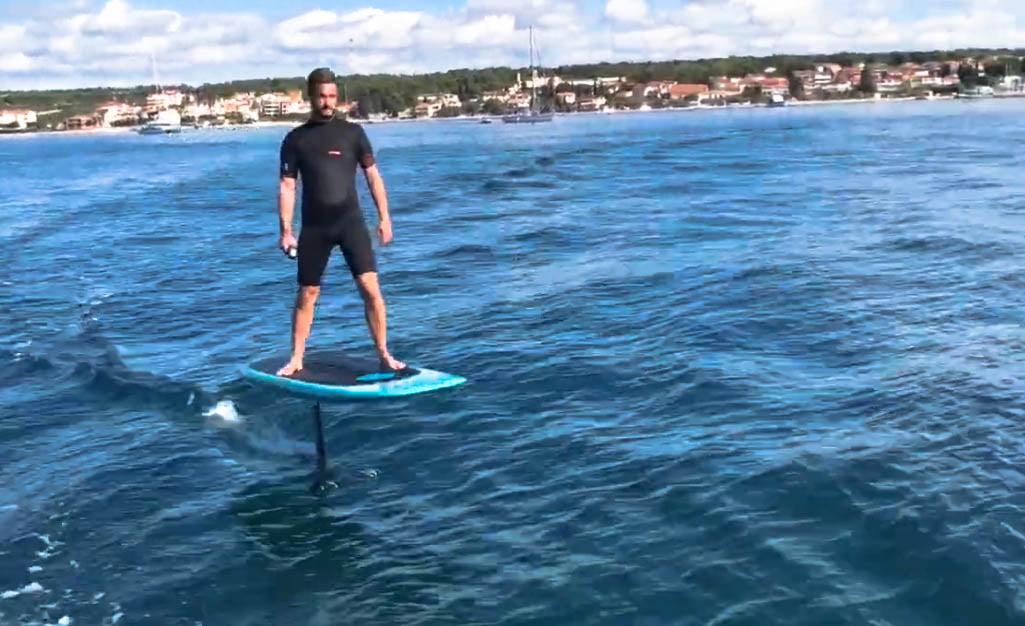 horvát ÚJABB VÍZI ŐRÜLTSÉG: Itt a horvát szárnyasdeszka, avagy egyszer csak nyár lesz szarnyasdeszka