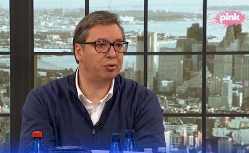 szerb MOTIVÁCIÓ: Díjazzák az oltás felvételét, viszont számlát kaphatnak a kórházi ápolásért a vakcinát megtagadók vucic oltas pink 500x308 covid SZIJJÁRTÓ: Nem lehet diszkriminatív az esetleges COVID-útlevél, figyeljük az AstraZenecát vucic oltas pink 500x308