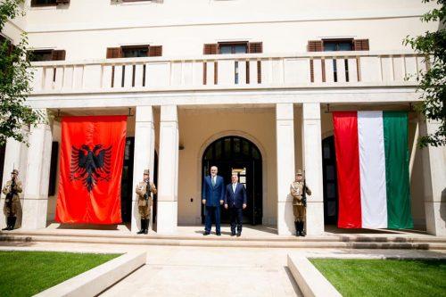 albán IMPEACHMENT: Magyaroszág támogatja Albánia uniós tagságát, az albán parlament nem támogatja az ország elnökét 198384339 10158816926111523 8281363999088731372 n 1 500x333