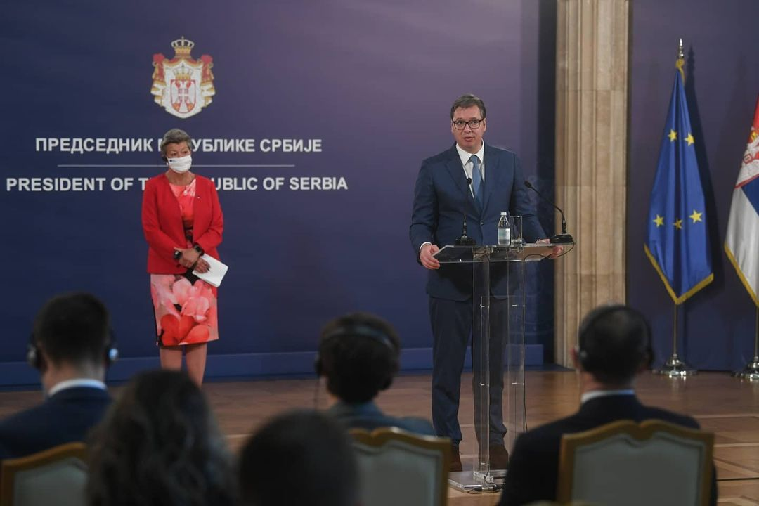 BRÜSSZELI PROJEKT: A migránsok szerbiai tartózkodását lényegében az Európai Unió finanszírozza tÖmeges oltÁs: szerbiában naponta mintegy ötvenezer embert oltanak be, hétvégén sincs megállás TÖMEGES OLTÁS: Szerbiában naponta mintegy ötvenezer embert oltanak be, hétvégén sincs megállás 202001773 262938278921865 1785479240498489470 n 1