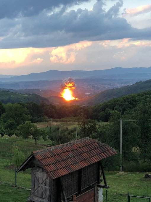 MÁR MEGINT: Ismét robbanások a Čačak közelében lévő lőszergyárban, ezúttal sérültek is vannak tÖmeges oltÁs: szerbiában naponta mintegy ötvenezer embert oltanak be, hétvégén sincs megállás TÖMEGES OLTÁS: Szerbiában naponta mintegy ötvenezer embert oltanak be, hétvégén sincs megállás E4RABMTXwAAoyWj