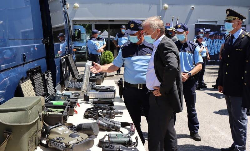 GÖÇMENLERE KARŞI KORUMA: Slovenya'da yeni bir sınır polisi birimi göreve başladı göçmen GÖÇMENLERE KARŞI KORUMA: Slovenya'da yeni bir sınır polisi birimi göreve başladı brezice ales kojs