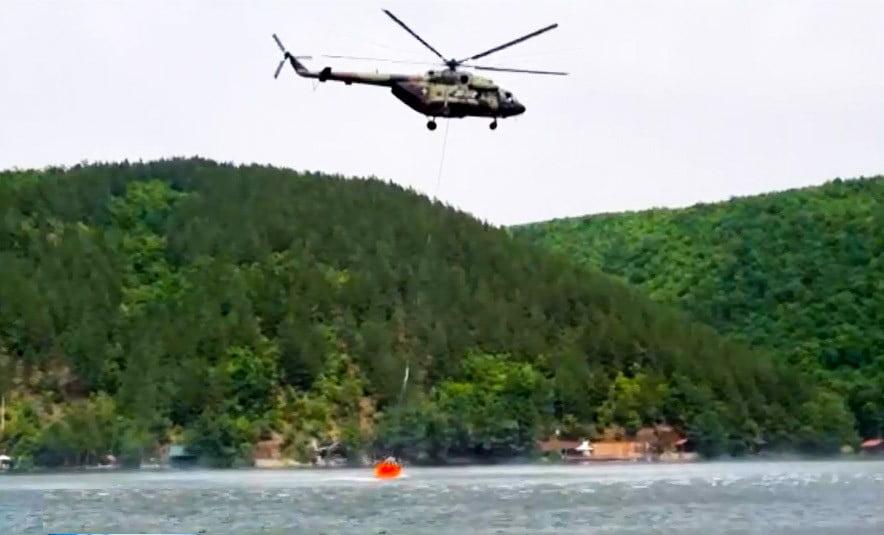 KÉNYSZERPIHENŐ: Legalább két hétre beszüntetik a munkát a čačaki fegyvergyárban, ahol a hétvégén ismét robbanások voltak tÖmeges oltÁs: szerbiában naponta mintegy ötvenezer embert oltanak be, hétvégén sincs megállás TÖMEGES OLTÁS: Szerbiában naponta mintegy ötvenezer embert oltanak be, hétvégén sincs megállás helikopter oltas