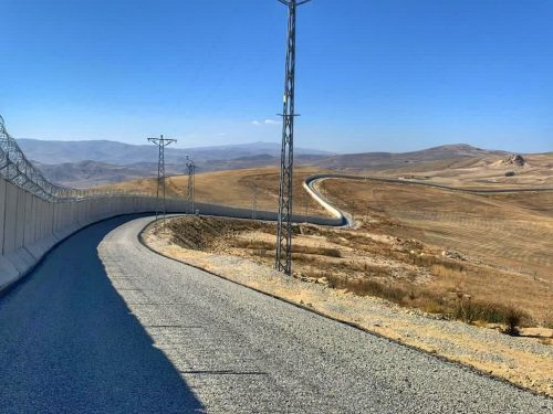 török MIGRÁCIÓ ÉS TÖRÖKORSZÁG: Tranzit- vagy kibocsátó állam, avagy ki lehet menekült Törökországban? iran fal 500x375