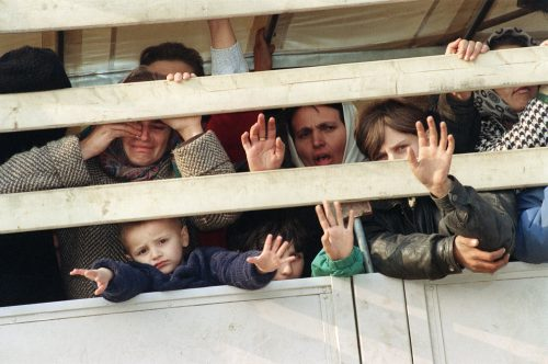 mladic ÍTÉLET: Mladić háromszor ennyit érdemelt volna, de mi van az ördöggel és a részletekkel? nok gyerekek 500x332