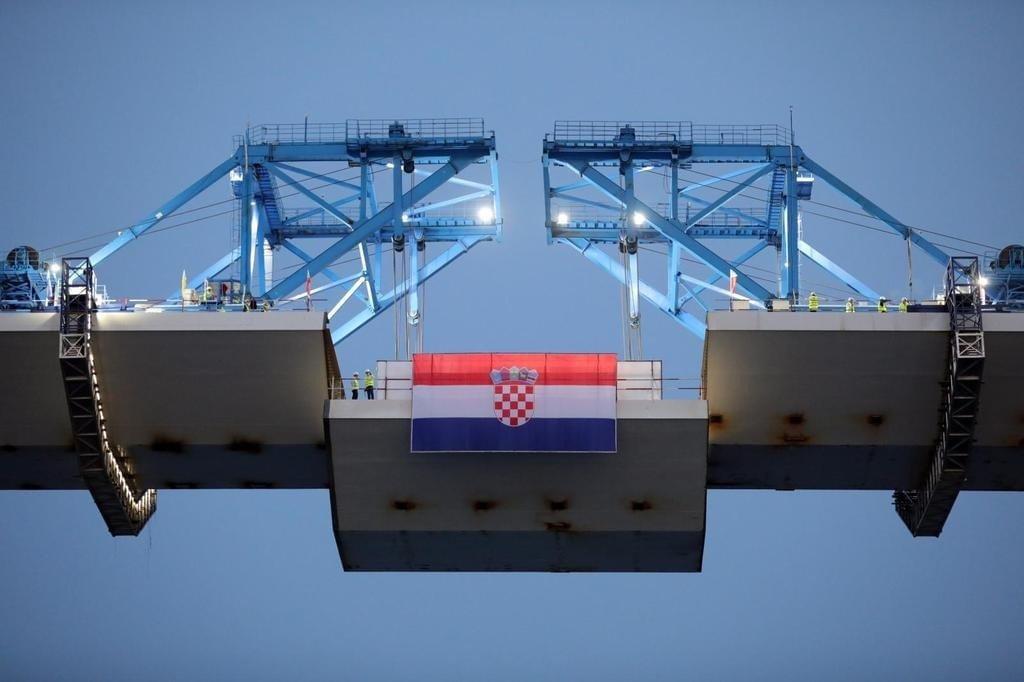 híd MINDEN HIDAK ANYJA: Létrejött a szárazföldi kapcsolat Horvátország két része között, avagy áthidalták a történelmet E7aQgyIWYAMlyL5