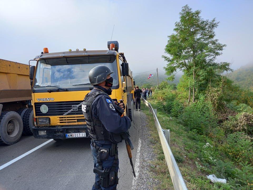 """A HELYZET FOKOZÓDIK: A koszovói rendőrök állítólag könnygázt vetettek be, Szerbia """"fájó ellenlépéseket"""" tervez AZ ÁTVERÉS MAGASISKOLÁJA: Az Egyesült Államok a koszovói-szerbiai megállapodás második legnagyobb nyertese AZ ÁTVERÉS MAGASISKOLÁJA: Az Egyesült Államok a koszovói-szerbiai megállapodás második legnagyobb nyertese E uwWXDWQAgWVcK"""