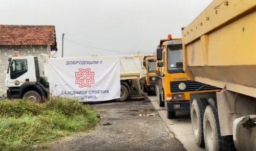 """ÖRÖK GYŰLÖLET: A ROSU egységei kivonultak Jarinjéből és Brnjakból, miközben a szerbek azt skandálták, hogy  szerbia ÖRÖK GYŰLÖLET: A ROSU egységei kivonultak Jarinjéből és Brnjakból, miközben a szerbek azt skandálták, hogy """"Szerbia, Szerbia""""! acdc kamion 500x296"""