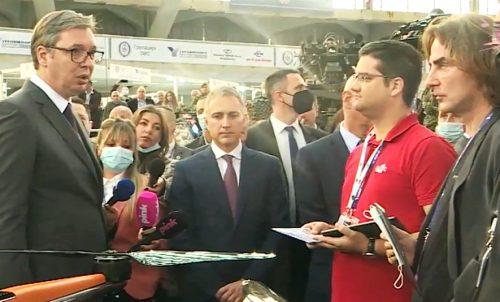"""MÉDIAKATONÁK: Újságíróról neveztek el egy szerb multifunkcionális páncélos járművet, miközben a belgrádi Pink TV """"fejleszti"""" az első szerb drónt acdc szerb mitrovic 500x302"""